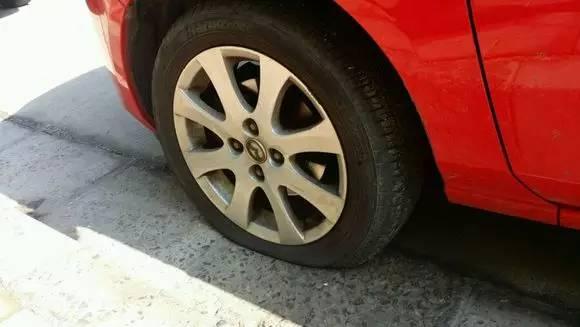 轮胎被扎?钉子到底该不该拔,很多人居然不知道!